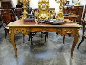 Красивый письменный стол 19-й век. Ф.Линке. 140/80/77 см. 26000 евро.