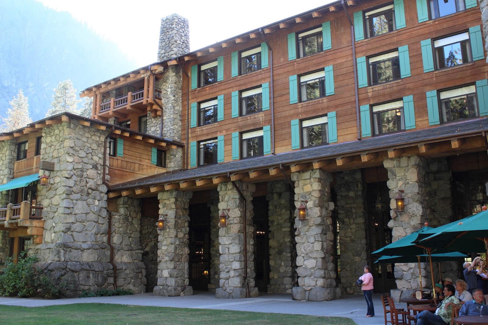Ahwahnee Lodge courtyard