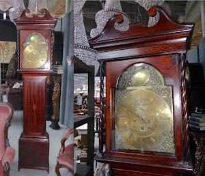 Английские напольные часы из красного дерева. 19-й век. Высота 230 см. 3800 евро.