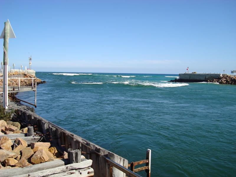The ocean entrance at Lakes Entrance