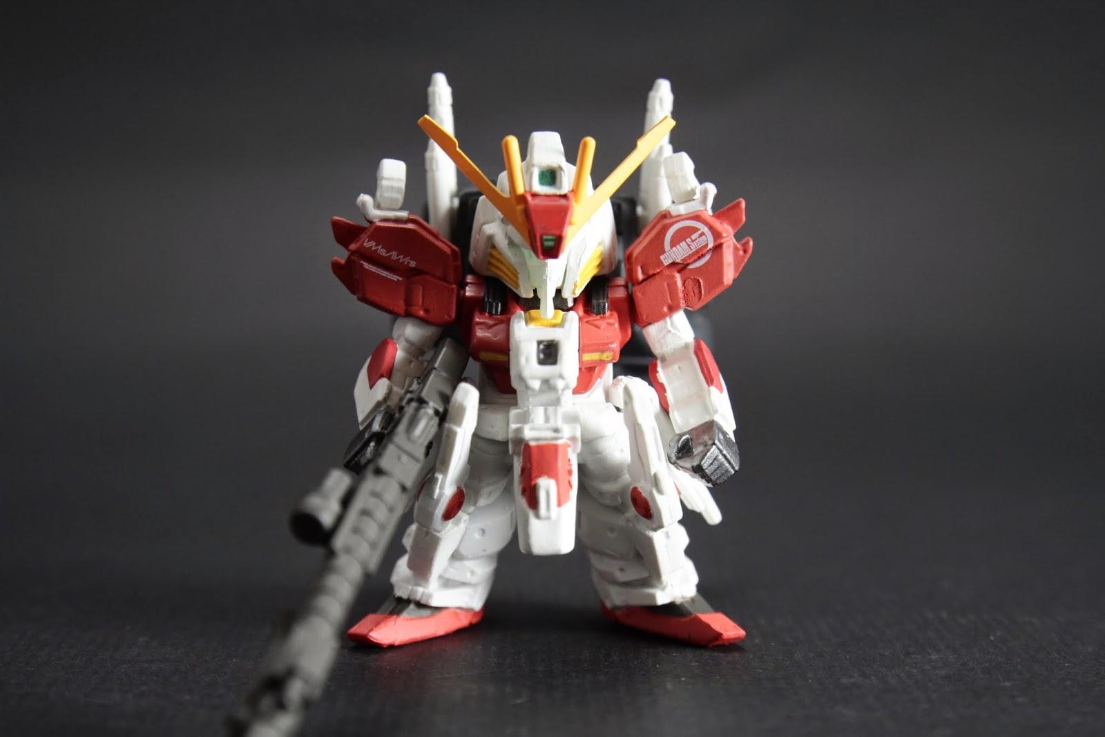 """基本武裝與S Gundam差不多 不過類感應兵器""""Incom""""改在兩膝,所以數量也多了一個"""