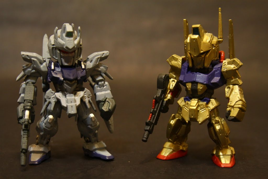 金光閃閃百式就是他的老祖宗, 其實也沒多老~ 但看兩機設定就有時代的眼淚, 百式其實就是Delta Gundam