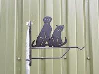 bloemenhanger hond en kat