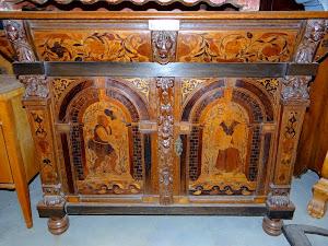 Красивый комод с маркетри ок.1830 г. Два ящика, две дверки. 140/65/107 см. 3700 евро.