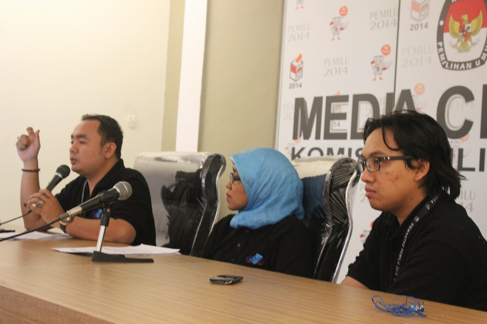 AGENDA Program Manager, Disability Rights Advisor and Program Officer ar Press Conference 9 July 2014