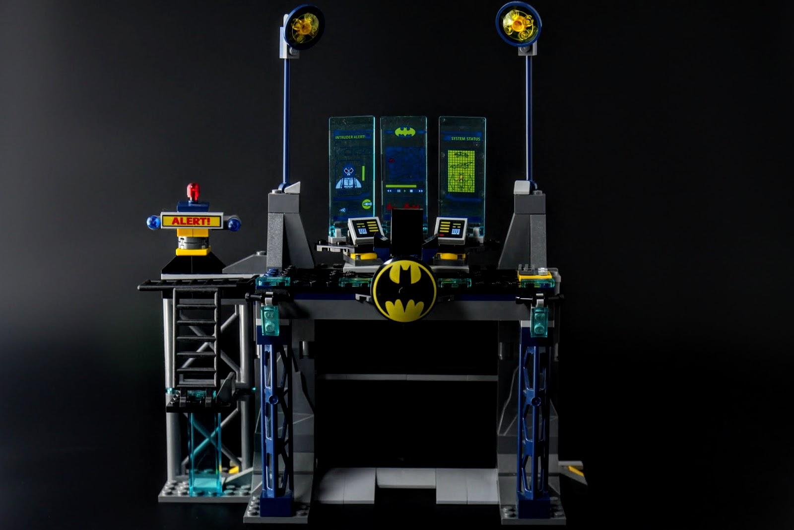 蝙蝠洞第一部分:主控台與大門