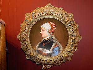 Фарфоровая тарелка в бронзовой раме. XIX век.  1000 евро.