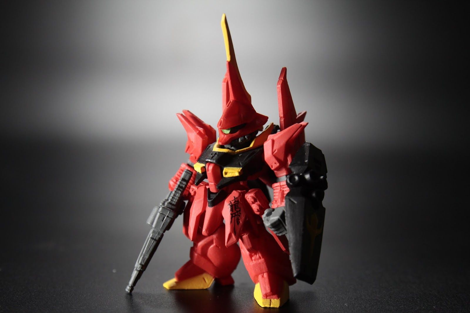 紅色機駕駛員為古雷米 出自ZZ鋼彈的角色