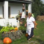 A vendégház udvarán ügyes szakácsasszonyok sürögtek forogtak