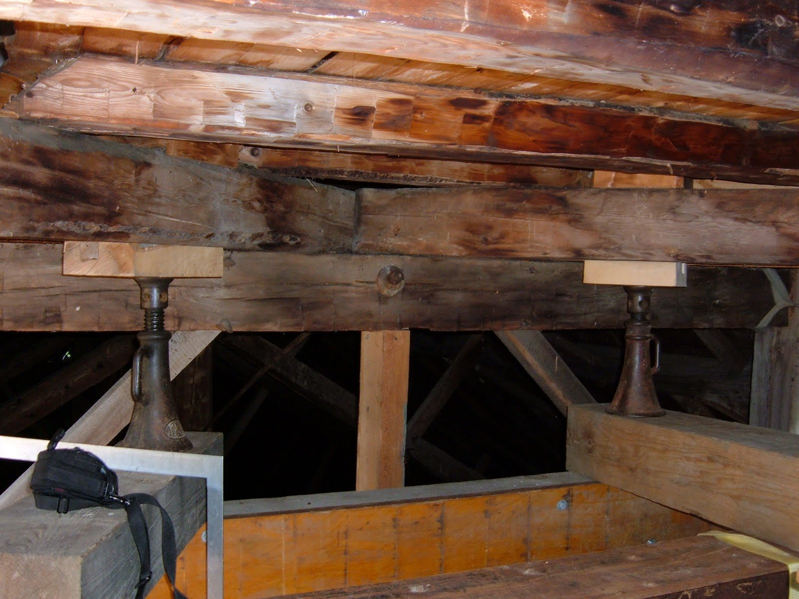 Jacks positioned directly under each of the eight posts transfered the load to the I beams.