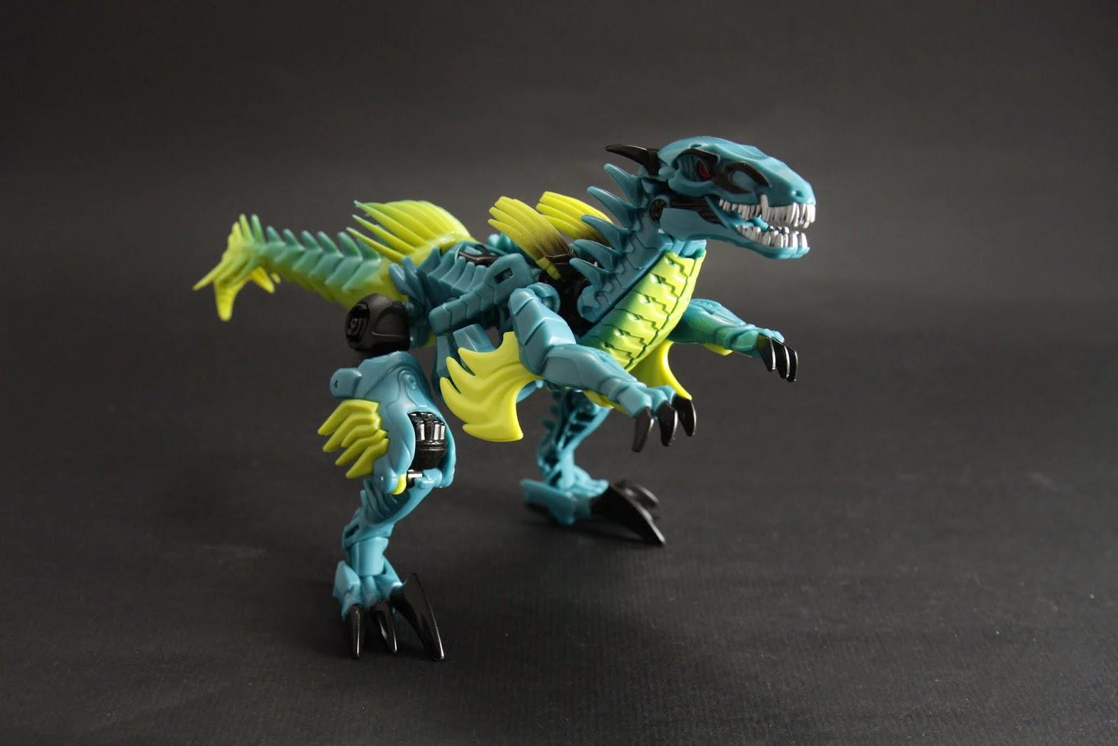 D級是以恐龍模式做包裝,所以拆開就是恐龍了 Slash是迅猛龍,電影沒出現