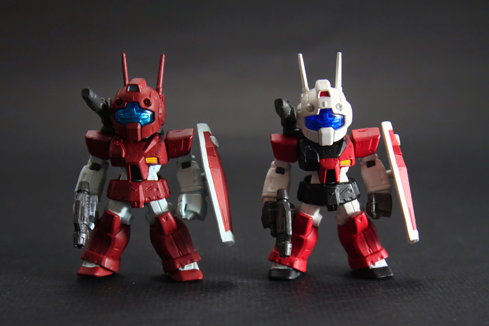 兩相比較一下 我覺得深紅色應該是啥特別部隊用的吧