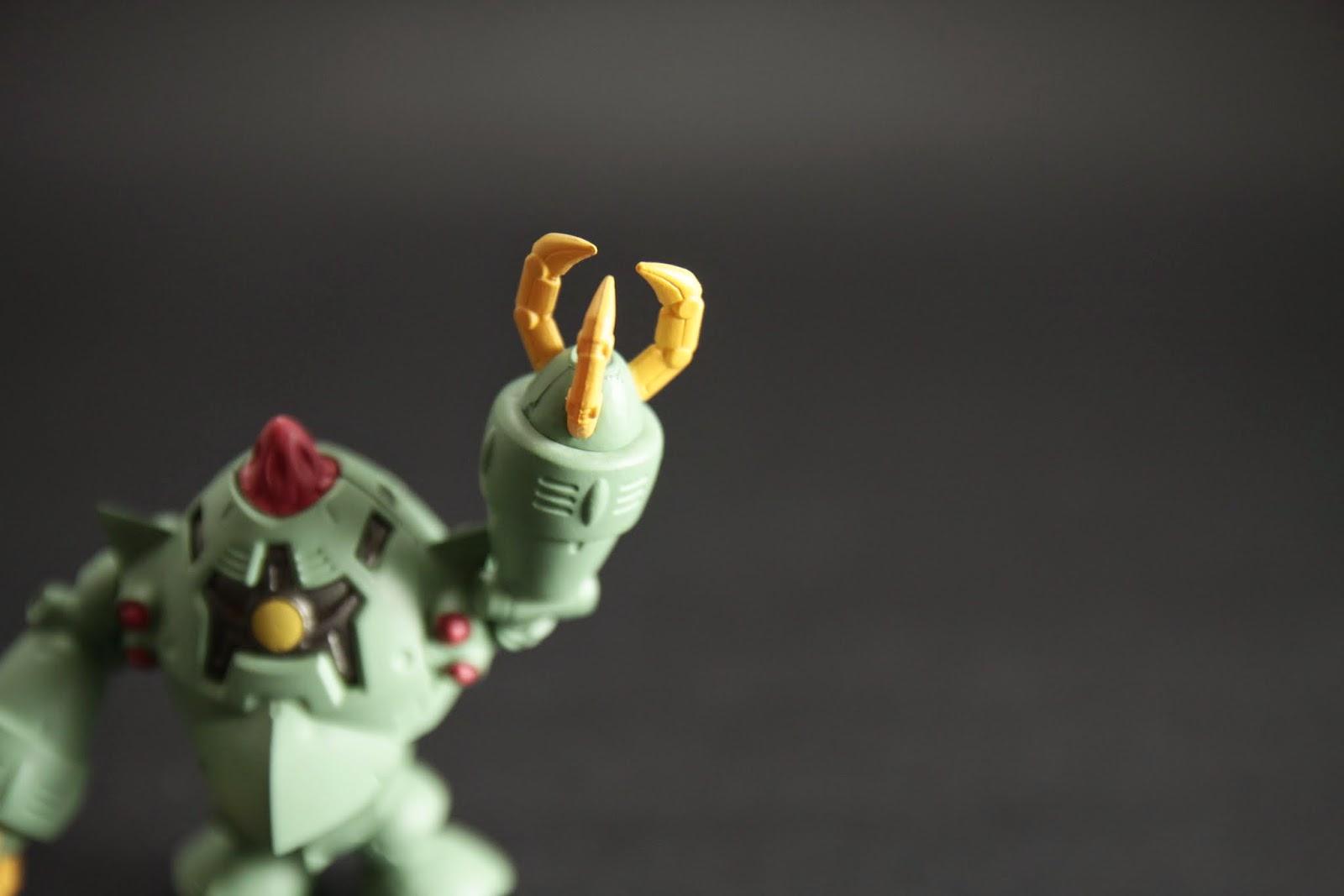 主武裝除了光束炮跟飛彈就是爪子了