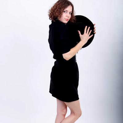 Вы можете познакомиться с этой девушкой и дажке вступить с ней в переписку! Подробно на http://rbfeet.com/dating/