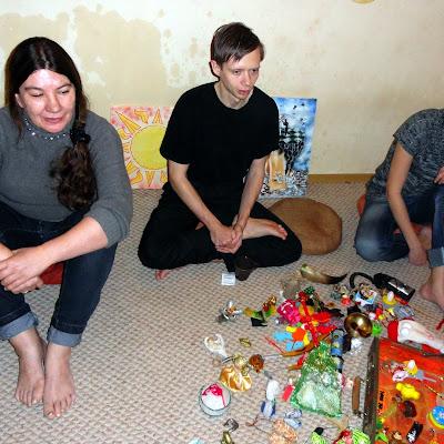 """Презентация экспозиции """"Музея Счастья"""". В его коллекции - десятки уникальных игрушек и оберегов из разных стран мира."""