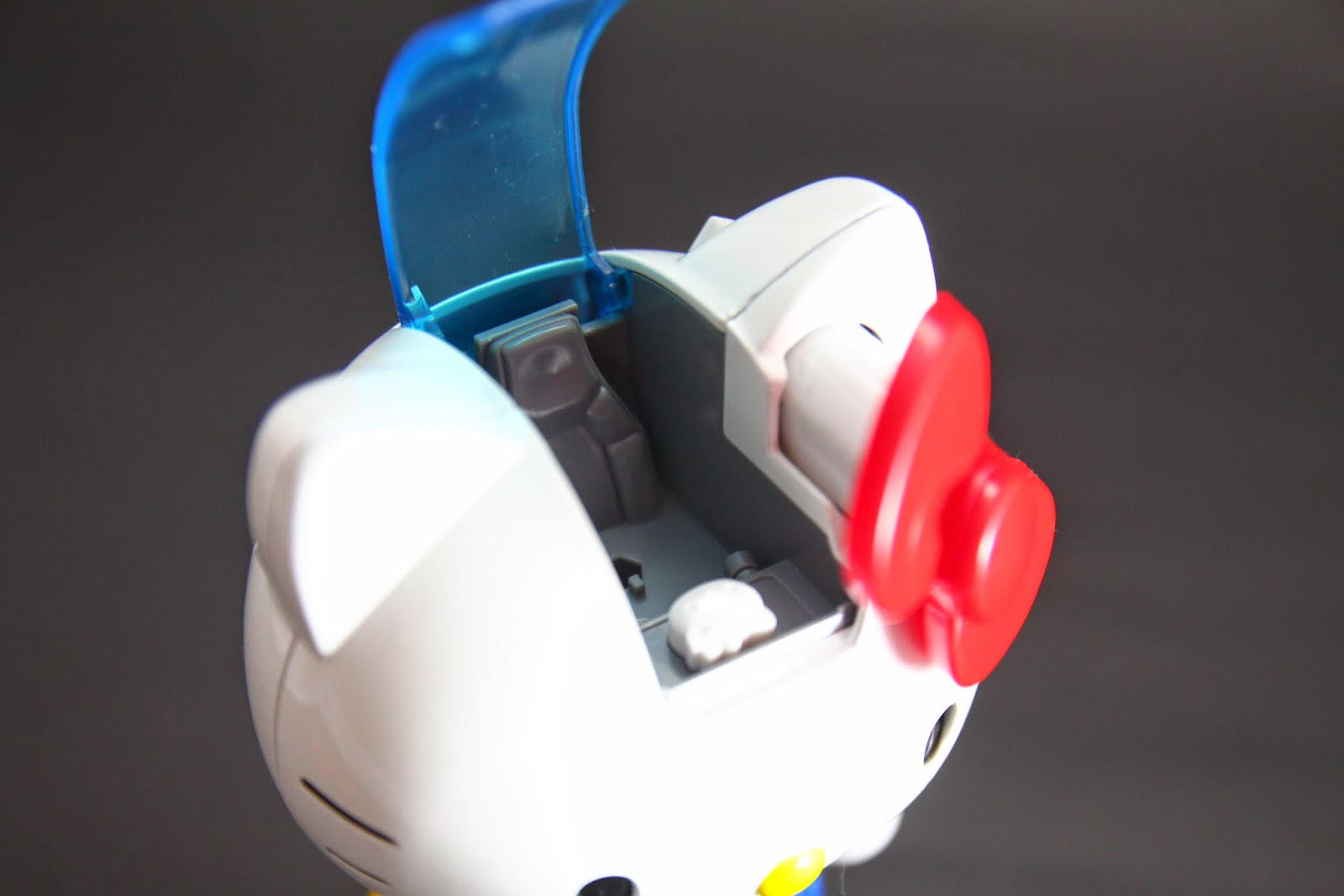 駕駛座可以把Hello Kitty本體放進去