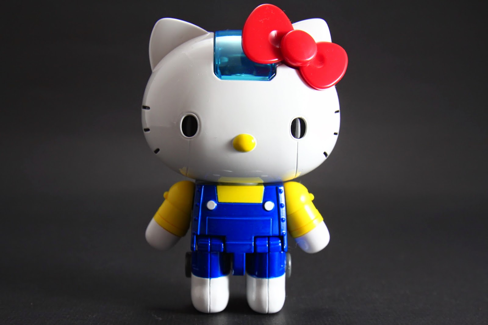 Hello Kitty機器人本體 因為是機器人所以眼睛有線