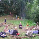 Několik hodin pak oheň udržovala a ohřívala v něm kameny