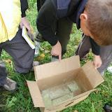 ... kde na sebe první důkaz nenechal dlouho čekat. V našem případě se jednalo o jakousi krabici, potřísněnou neznámou chemikálií.