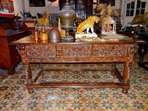 Антикварный стол с выдвижными ящиками. ок.1700 г. 174/87/80 см. 6500 евро.