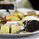 A gyülekezeti tagok süteményekkel is készültek az alkalomra