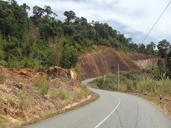 I kreću laoški strmi usponi i spustovi, a to znači i često guranje bicikla