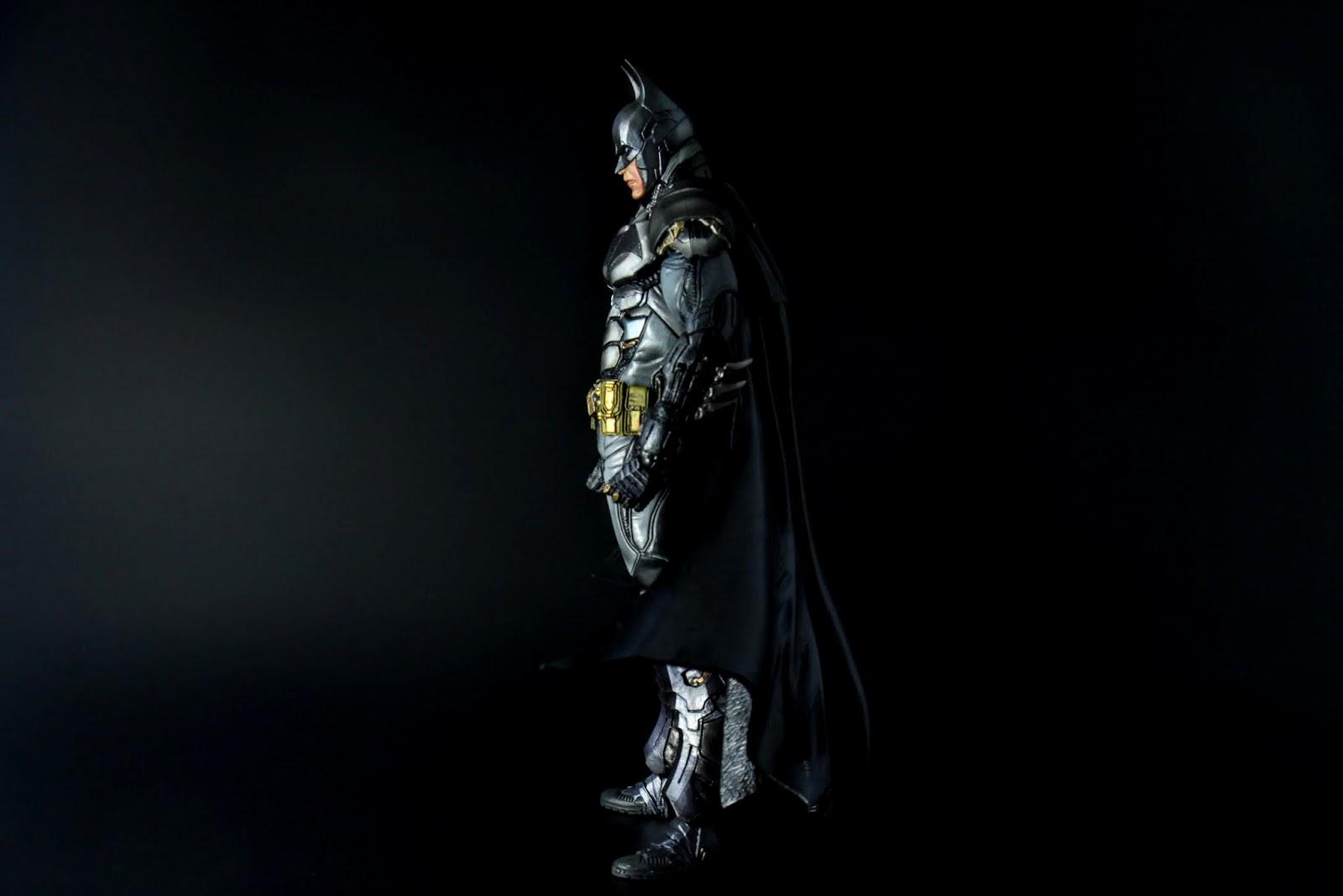 PA蝙蝠俠我也買了不少隻, 其中最令我詬病的就是大腿為了S站姿都太後面, 但這隻竟然沒有!