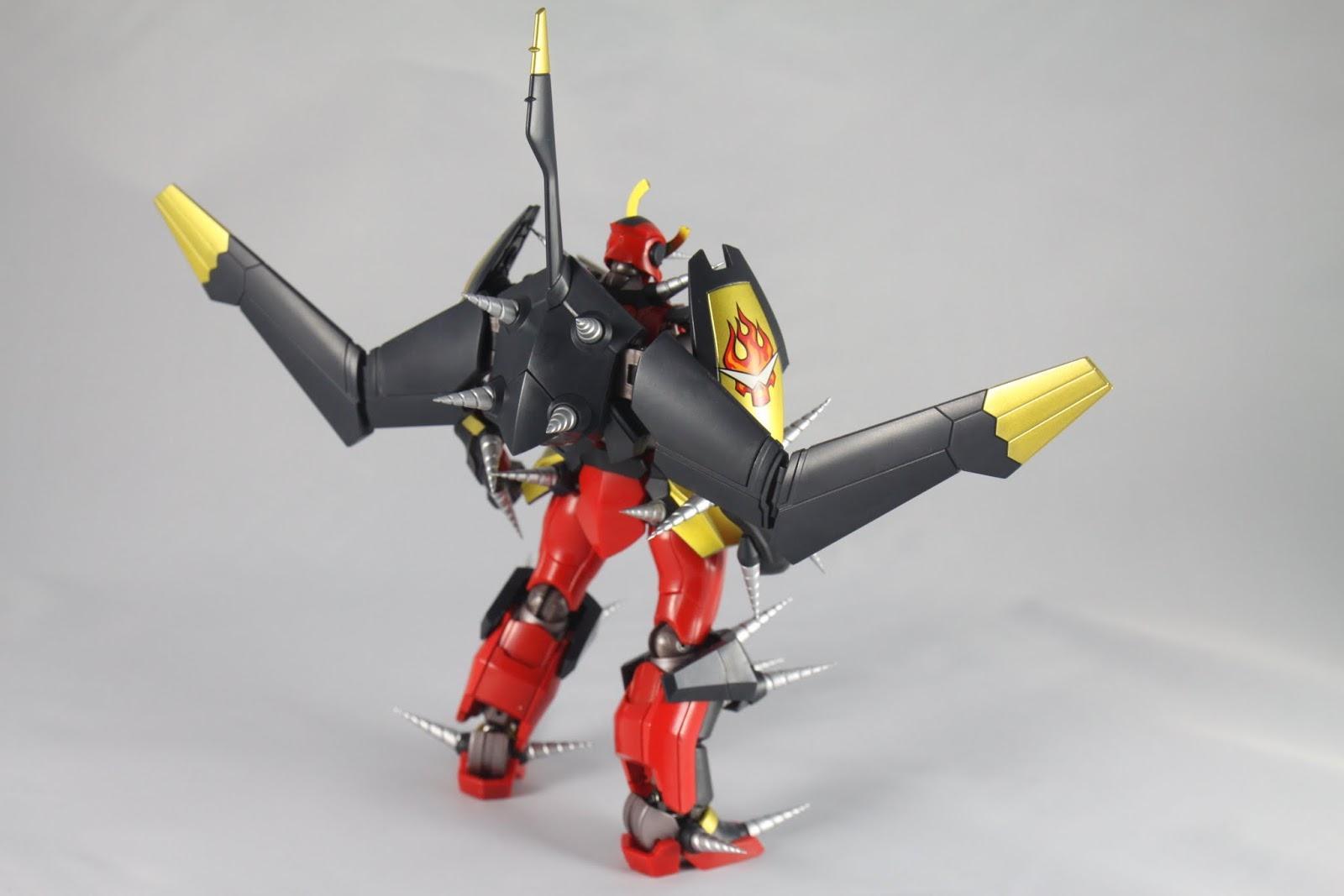 飛翼本身就有四根鑽頭了 還有合體處的背部零件拆下來不用也把原本在上面的鑽頭拆掉