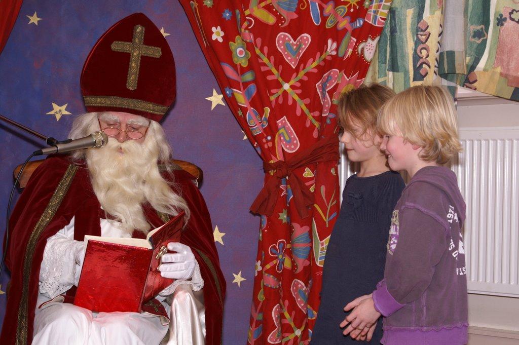 Sinter Klaas in de speeltuin 28-11-2009 - PICT6800