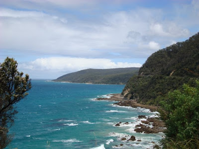 Driving the coastline between Torquay and Apollo Bay