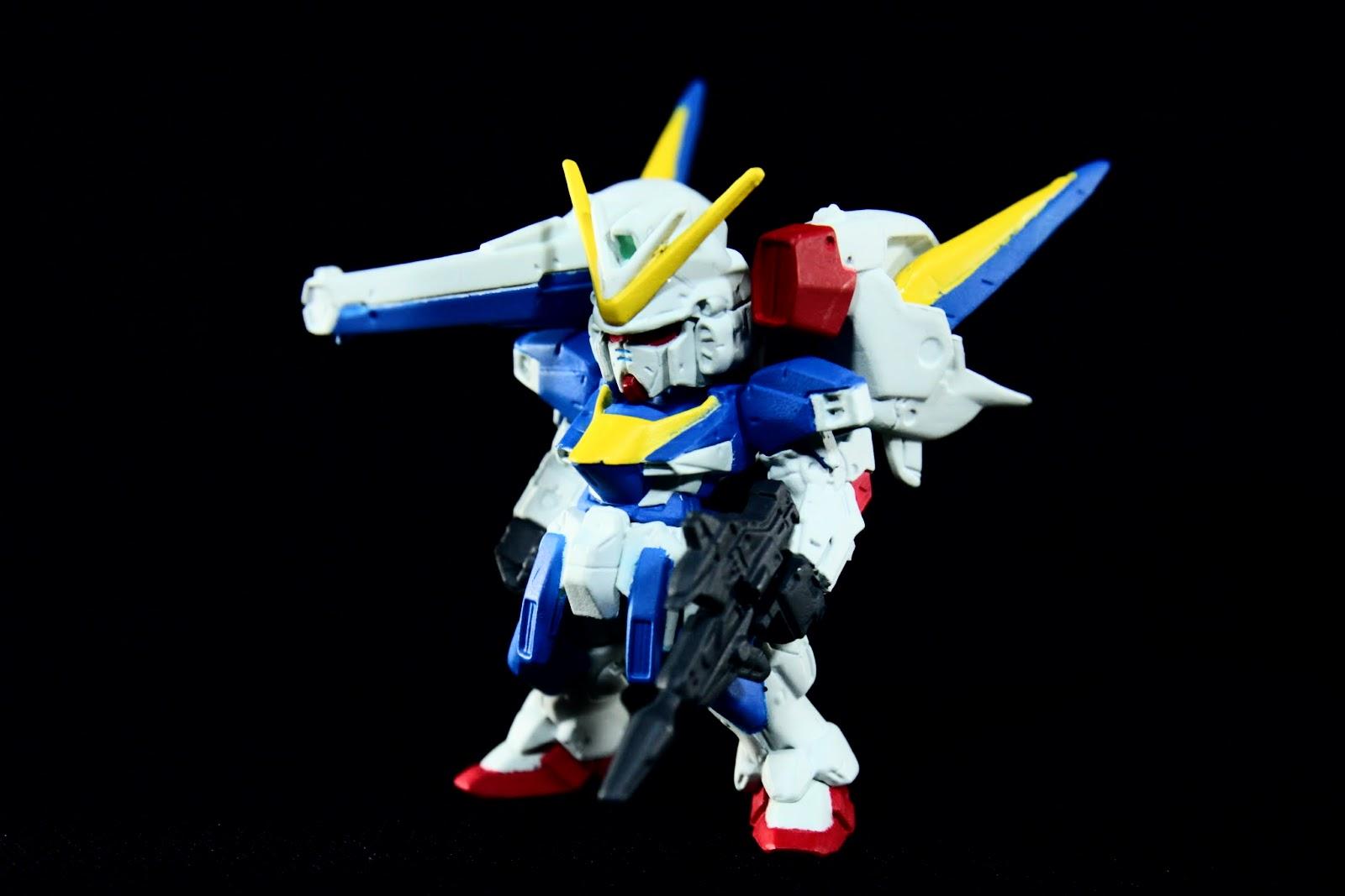 除了肩膀的長距離加農外, 左肩則是擴散粒子炮