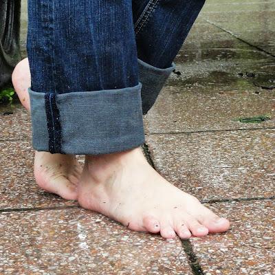 У Анны - чувственные, красивые ступни, которые она не боится испачкать!