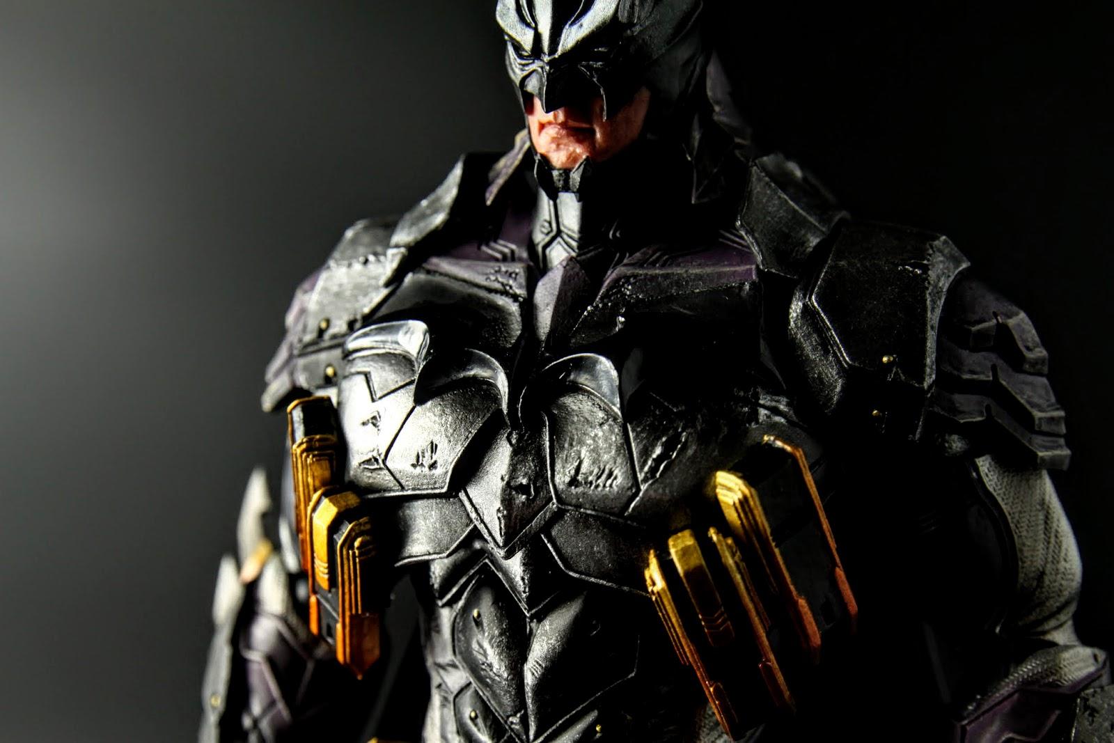 胸甲超級壯碩,不過配色原因蝙蝠標誌不太清楚