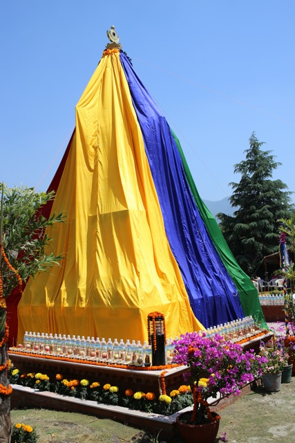 Unveiling of Khensur Lama Lhundrup's stupa at Kopan Monastery, May 3, 2013. Photo by Ven.Thubten Kunsang