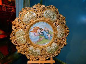 Фарфоровая тарелка XIX век. Франция, ручная роспись, бронзовое обрамление.  22-46 см.  3000 евро.