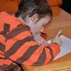 Alex 9 ans, le plus jeune des enfants lors de la dictée.