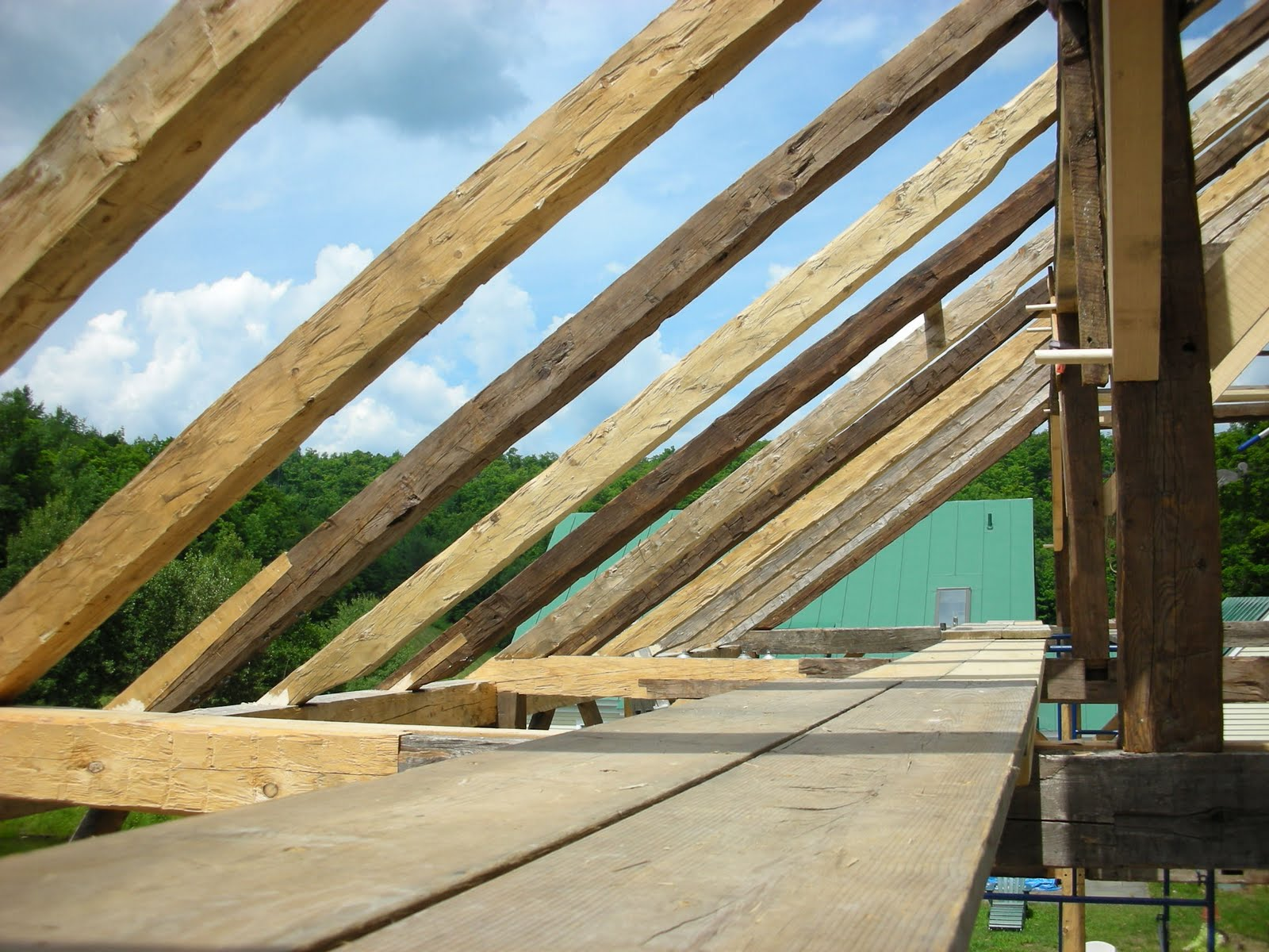 Since there was no indication of the original rafter position, we staggered new rafters with those that had been repaired.