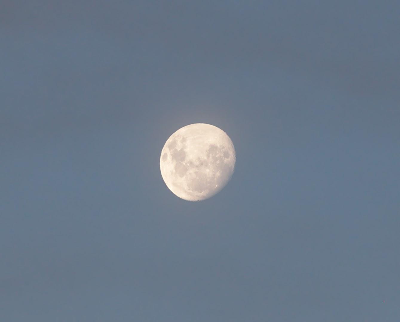 La Luna is upside down