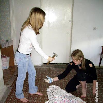 Кате тоже захотелось принять в этом участие. Она подумала, что Наташка до последнего не верила в то, что катя отважится выйти босой из дома...