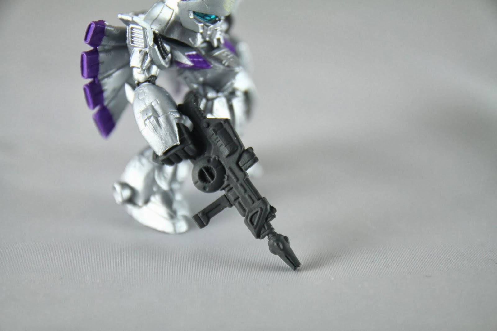 射擊專用機 所以武裝只有射擊兵器 近戰只有兩把光束刀