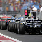 F1 queue for green light with 7 F1 cars
