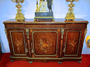 Большой прилавок с цветочным узором. ок.1870 г. Мраморная столешница, бронзовый декор, красивая инкрустация. 190/49/113 см. 13000 евро.