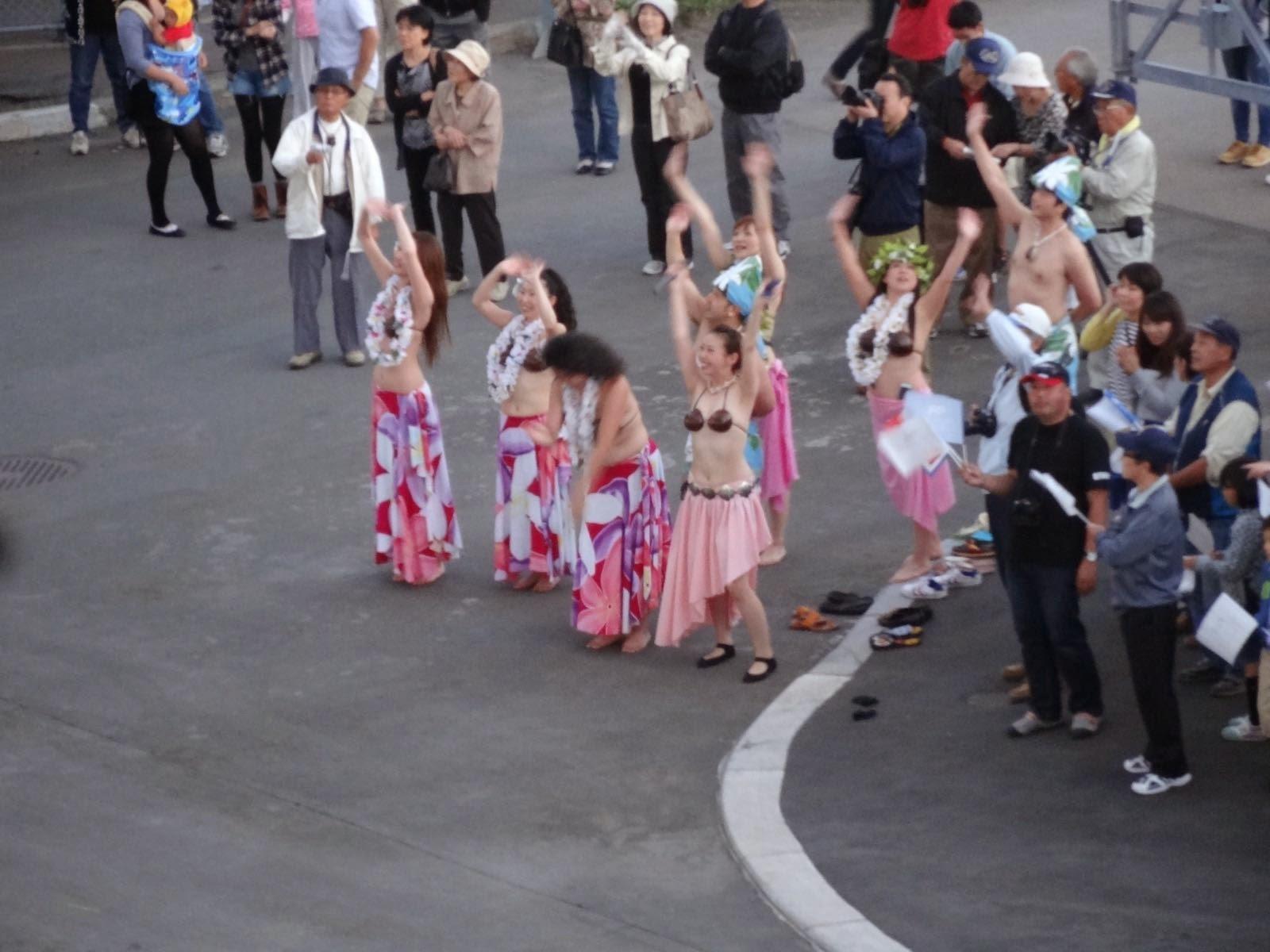Hawaiian Dancers to see us off...