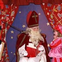 Sinter Klaas in de speeltuin 28-11-2009 - PICT6794