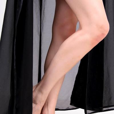 Красивые ножки? Нравятся? Пишите комментарий – получайте бесплатный премиум-доступ на месяц!
