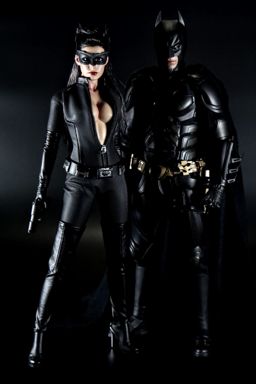 賢伉儷~雖然穿高跟鞋但還是比蝙蝠俠矮了一點