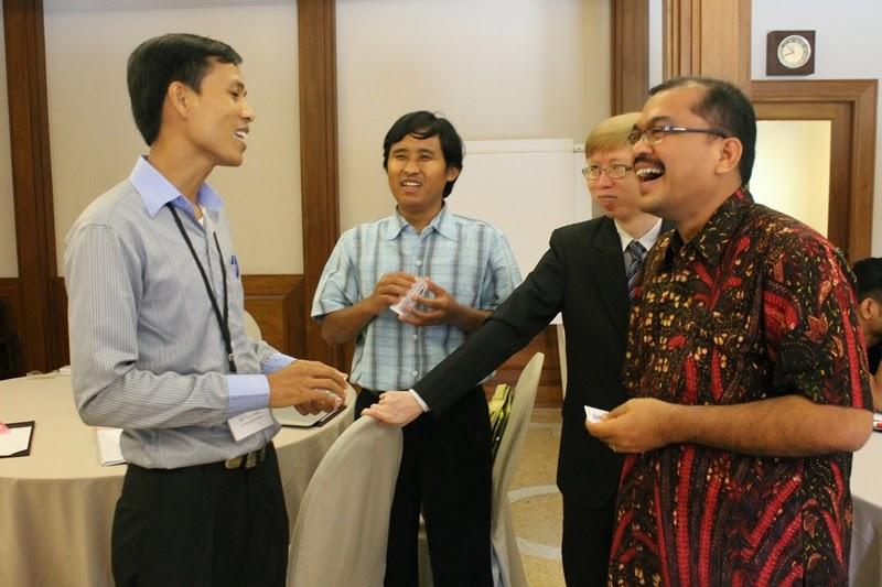 AGENDA's Presentation to IDPP Students in Bangkok - Photo courtesy of Lauren Burke - COTELCO/IDPP 2012