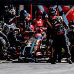 Romain Grosjean, Lotus E22 Renault, makes a pit stop