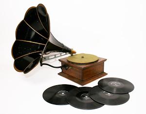 Антикварный граммофон ок.1910 г. 1900 евро.