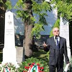 A gimnázium igazgatója, Tóth Konstantin OSB köszönti az egybegyűlteket, emlékbeszédet mond